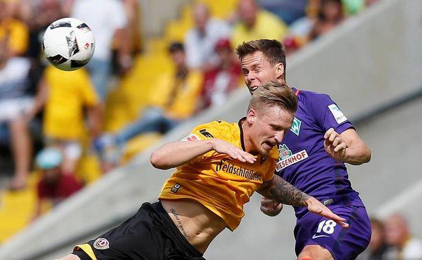 Niklas Moisander (oik.) pelaa ensimmäisen bundesliigaottelunsa Münchenissä.
