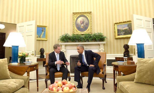 Tasavallan presidentti Sauli Niinistö keskusteli Trumpin edeltäjän Barack Obaman kanssa Valkoisen talon työhuoneessa eli oval officessa 13. toukokuuta 2016.