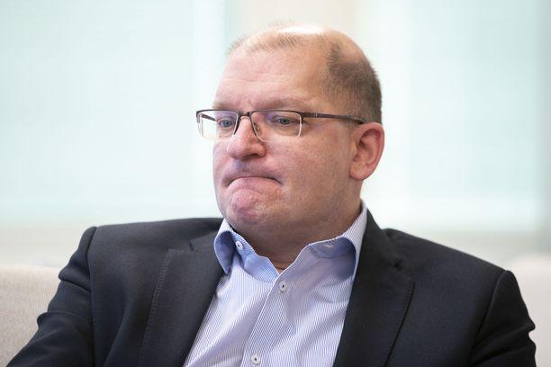 """Teollisuusliiton puheenjohtaja Riku Aalto piti valtakunnansovittelijan ehdotusta palkankorotuksista """"täysin riittämättöminä""""."""