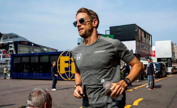 Jenson Buttonin paluukisa sai heti tylyjä sävyjä.