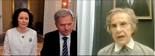 Presidenttipari keskusteli pikkulottana sodissa toimineen Aila Salon kanssa.