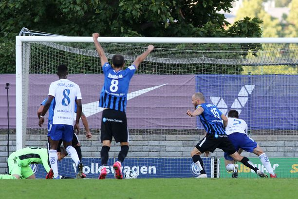 Álvaro Muñiz nosti kätensä pystyyn, kun Timo Furuholm tuikkasi Interin 1-0-johtoon.