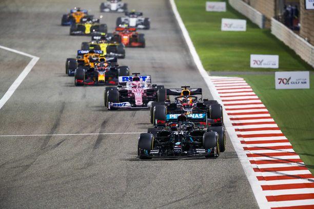 F1 kisaa Bahrainissa kaksi viikonloppua perätysten.
