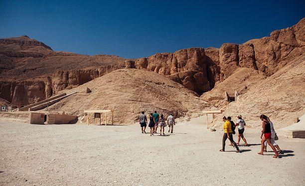 Kuninkaiden laaksoon Luxoriin on haudattu kymmeniä oman aikansa merkkihenkilöitä. Useimmat haudat ryöstettiin jo satoja vuosia sitten.