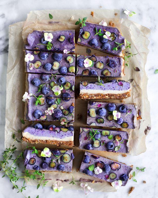 Virpi Mikkosen Blueberry Dream Cake -kuva levisi viime talvena viraalisti Instagramissa. Kuva päätyi lopulta amerikkalaisen Thrive-ruokalehden kansikuvaksi, minkä ansiosta tuhannet, elleivät miljoonat ihmiset ovat päätyneet leipomaan kyseistä kakkua.