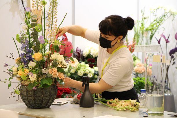 Kevään Taitaja 2021 -kilpailuun floristiikassa osallistunut kukkakauppayrittäjä Mia Myllymäki jäi täpärästi mitalisijojen ulkopuolelle.