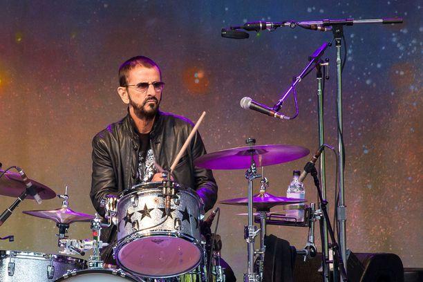 Ringo Starr lentää bändinsä ja henkilökuntansa kanssa yksityislentokoneella Suomeen keskiviikkoaamuna.