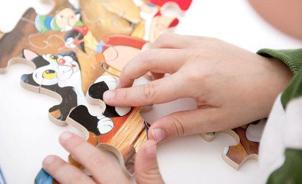 Alle kouluikäisille lapsille halutaan opettaa muun muassa empatiaa ja digitaitoja leikkiä ja liikuntaa unohtamatta.