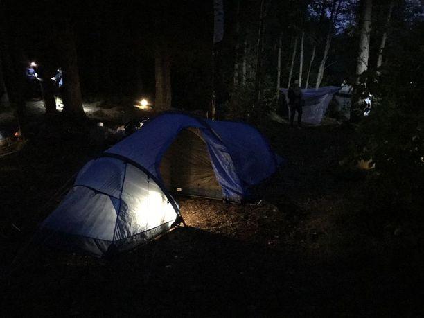 Teltta on kuin kotilo tai kuoriainen.