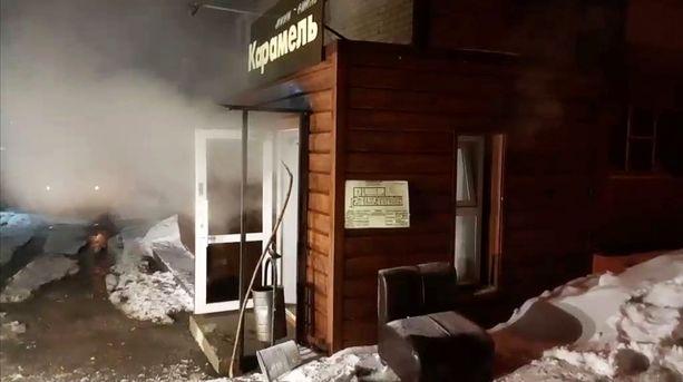 Hotellin ovista tulvi ulos höyryä kuumavesiputken räjähdettyä.