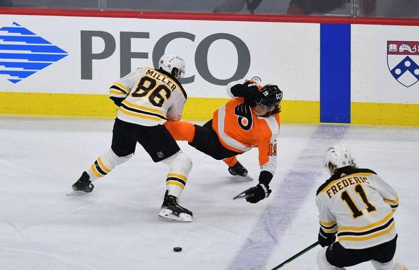 Kuvassa Nolan Patrick (Flyers) ottelussa Boston Bruinsia vastaan.