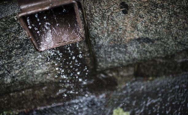 Viikonloppuna vesisateita on luvassa koko maahan.