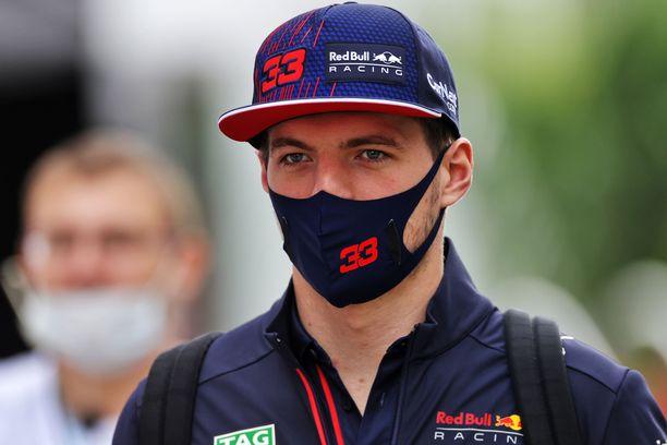 Max Verstappen ottaa odotetun rangaistuksen uudesta voimayksiköstä.