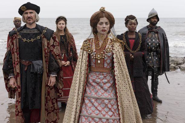 Sarjan tapahtumat sijoittuvat 1500-luvun Englantiin, jossa riitti valtataisteluita.