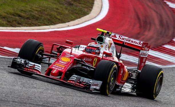 Kimi Räikkönen jätti Sebastian Vettelin taakseen aika-ajossa.