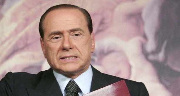 Berlusconin mukaan hänen vihamiehensä antoivat julkisuudessa olleelle Patrizia D'Addariolle suuria summia, jotta tämä kertoi vierailleensa pääministerin asunnolla.