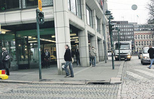 VIUH! Viuhahtajat sulostuttivat olemassaolollaan Helsingin keskustan kulkijoita lauantai-iltana.
