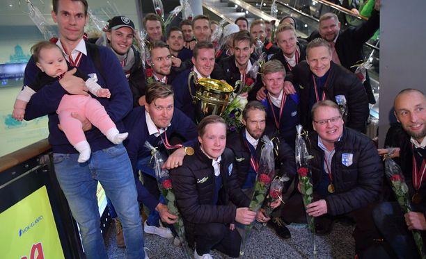 Salibandyn MM-kultasankarit palasivat kotimaahan.