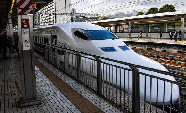 Japanilaiset junayhtiöt tunnetaan täsmällisyydestään. Ne haluavat palvella asiakkaitaan hyvin pyytämällä anteeksi jopa 20 sekunnin varaslähtöä.