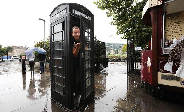 Tero Pitkämäki tutkaili Lontoon säätä ja puhelinkoppeja.