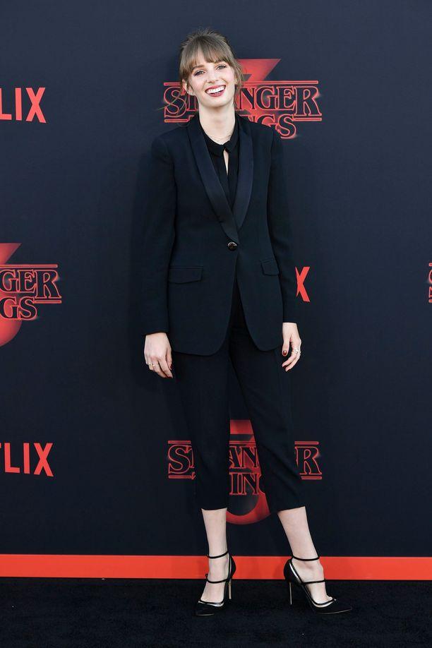 Maya Thurman Hawke poseerasi Stranger Things -sarjan tapahtumassa.