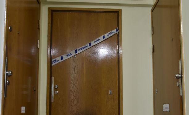 Tapetun naisen asunnossa oli toukokuussa käynnissä poliisin paikkatutkinta.