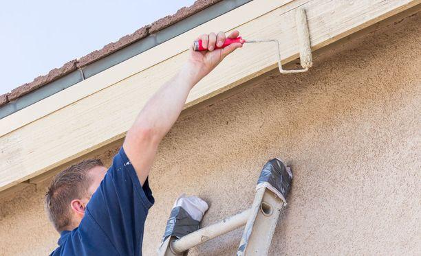 Kilpailu- ja kuluttajaviraston mukaan painostavista remonttimyyjistä tulee paljon valituksia.