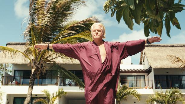 Berth Milton Junior lähestyi itse sarjan tekijöitä. Hän haluaa puhdistaa Svenska syndenin avulla maineensa. Berth asuu tätä nykyä Mauritiuksella.