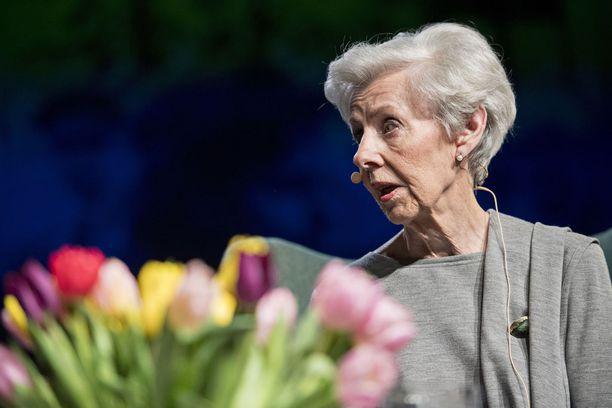 Tellervo Koivisto esiintyi keskiviikkona hyväntuulisena kirjallisuustapahtumassa.
