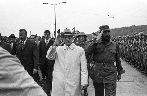 Vierailulla Itä-Saksassa vuonna 1972. Valkoisessa takissa presidentti Erich Honecker.