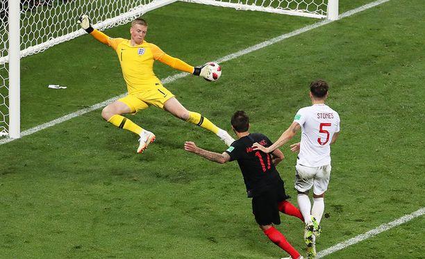Mario Mandzukic ei välittänyt väsymyksestä vaan ampui jatkoajalla 2-1-voittomaalin Kroatialle.