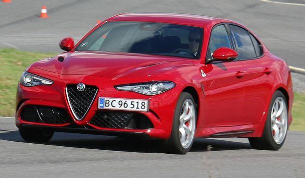 7. Alfa Romeo palasi rytinällä takaisin premiumautojen kilpailuun.