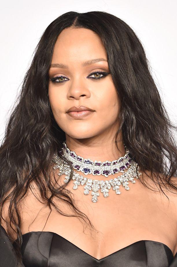 Meikkimoguliksi ryhtynyt Rihanna vaihtelee meikkityyliään mielellään.