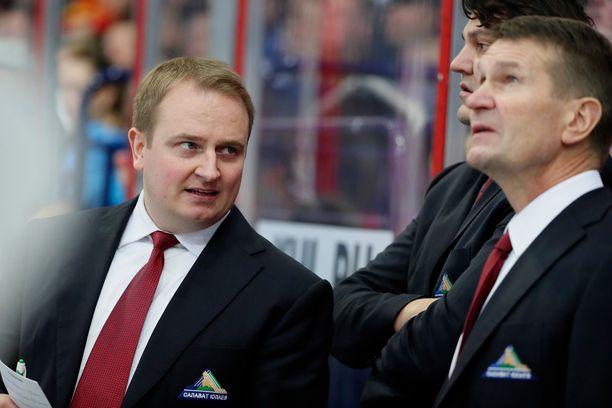 Tomi Lämsä nousee päävalmentajaksi KHL:ssä.