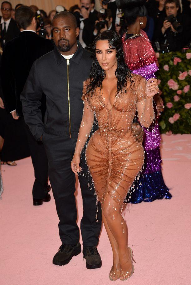 Kanye Westja Kim Kardashian West Met-gaalassa toukokuussa.