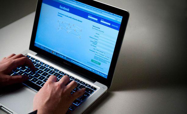 Syyrialaispakolainen on hävinnyt saksalaisessa tuomioistuimessa kiistansa yhteisöpalvelu Facebookia vastaan.