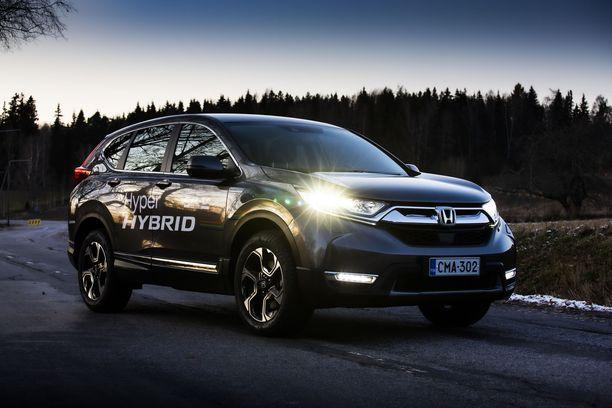 Honda CR-V Hybrid on tarjolla niin etu- kuin nelivetoisena.