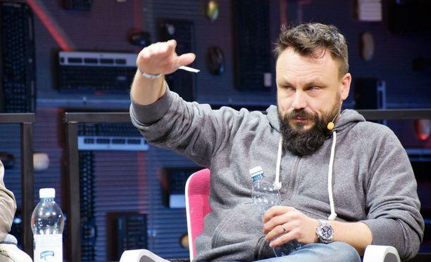 """Madventures-duon Riku Rantala on yhdessä Tuomas """"Tunna"""" Milonoffin kanssa käynnistänyt turvapaikanhakijoille suunnitellun Refugees Startup -hankkeen."""