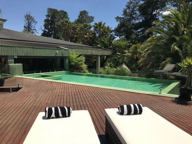 Canberralaisen eläintarhan alueelta löytyy 18 vuokrattavaa hotellihuonetta.