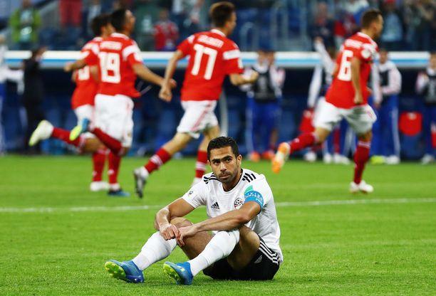 Egyptin Ahmed Fathy teki oman maalin alkulohko-ottelussa kisaisäntä Venäjää vastaan.
