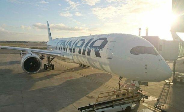 Matkustajien ja matkatavaroiden paino vaikuttaa koneen kuormausta, tasapainoa ja polttoainetta koskeviin laskelmiin.