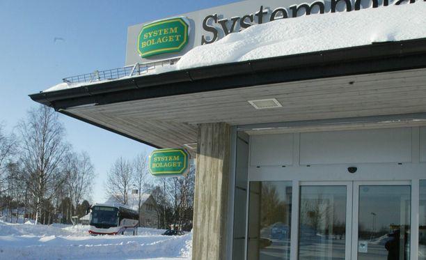 Ruotsissa Alkoa vastaava Systembolaget lopetti Fireball-liköörin myymisen jo perjantaina.
