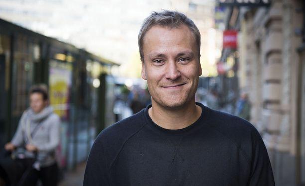 Heikki Paasonen kuittaili Instagramissa Teuvo Hakkaraiselle söpöllä pusukuvalla.