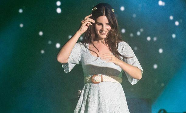 Lana Del Ray on tunnettu omintakeisesta äänestään ja diivamaisesta esiintymistyylistään.