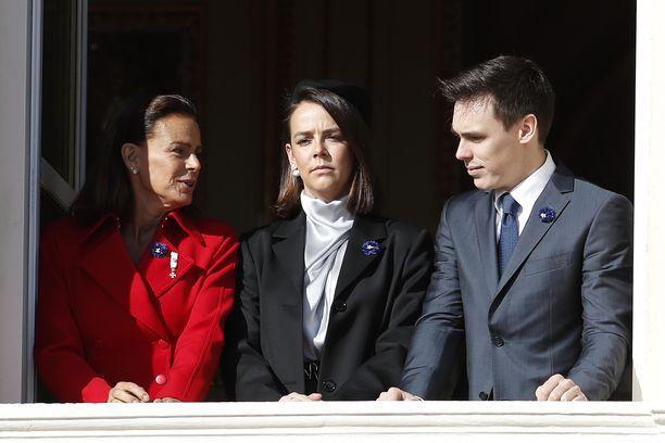 Monacon prinsessa Stephanie kahden vanhimman lapsensa Louisin ja Paulinen kanssa.