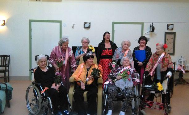 Vantaalaisessa hoitokoti Iltatähdessä järjestettiin perjantaina kauneuskilpailut naisasukkaille.