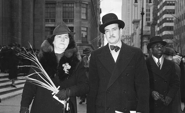 William Patrick Hitler, 28,  äitinsä  kanssa New Yorkissa 1939.
