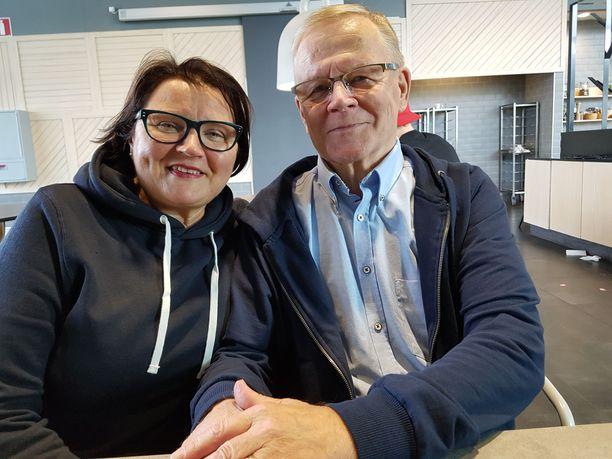 Kaksi leskeä tapasivat seurakuntapiireissä. Muutaman vuoden kuluttua Vappu ja Hannu avioituivat.