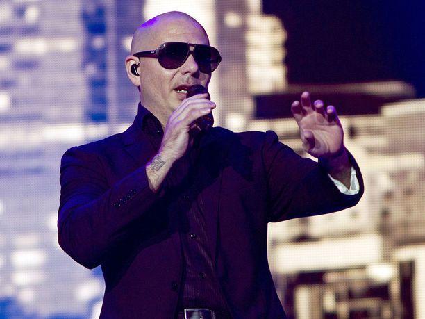 Viranomaisten hidasteluun hermostunut Supertähti Pitbull on ryhtynyt henkilökohtaisesti pelastamaan puertoricolaisia.
