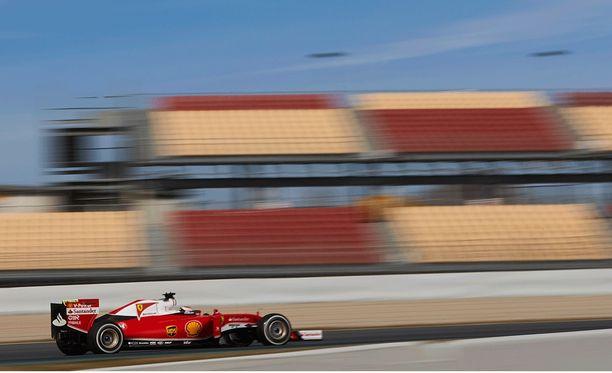 Kimi Räikkösen vauhti kiihtyy F1-testeissä.